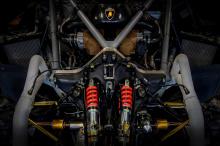 Lamborghini Aventador Ultimae - это конец эры дорожных автомобилей для итальянского автопроизводителя. Его атмосферный 6,5-литровый V12 скоро не будет существовать. Преемник Aventador сохранит двигатель V12, но он будет связан с гибридной электрическ