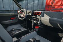 Последовательная трансмиссия с ручным переключателем передач, как говорят, связана с четырехцилиндровым двигателем с турбонаддувом мощностью 400 лошадиных сил. Ворчание направлено на задние колеса размером 17 дюймов, что на один размер больше, чем ко
