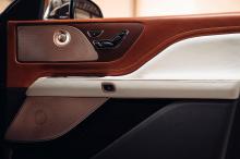 «После нашей первой встречи с командой Lincoln стало ясно, что мы разделяем ту же страсть к хорошо продуманным, красиво изготовленным продуктам. Дизайнеры обоих брендов объединились, чтобы создать ультра-роскошный автомобиль, который по-прежнему вопл