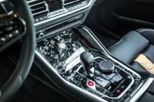 Благодаря измененному блоку управления двигателем и новой выхлопной системе, внедорожник теперь выдает 720 л.с. и 900 Нм крутящего момента. Чтобы помочь взять это под контроль, тюнер может также модернизировать тормоза. Цены на эти детали не разглаша