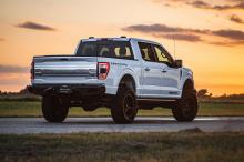 Компания предлагает регулируемую подвеску вместе с 20-дюймовыми колесами и 35-дюймовыми шинами. Покупатели также получают специальные бамперы Venom спереди и сзади и переднюю светодиодную панель. Эти внедорожные обновления стоят 1,5 млн рублей. Если