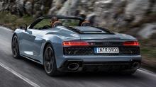 Что касается внешнего вида, R8 V10 Performance RWD унаследовал те же настройки и функции, что и другие модели R8 с маркировкой Performance. Передняя решетка выполнена в черном матовом цвете и сочетается с большим передним сплиттером, а сзади R8 оснащ