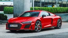 Потеря ведущей передней оси R8 V10 Performance quattro приводит к уменьшению массы купе - 1590 кг, а Spyder - 1695 кг; Audi утверждает, что это также экономит топливо – расход всего 10,7 литров на 100 км.