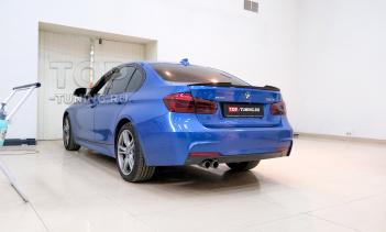 Установка спойлера M-Style на BMW 3 F30 синего цвета