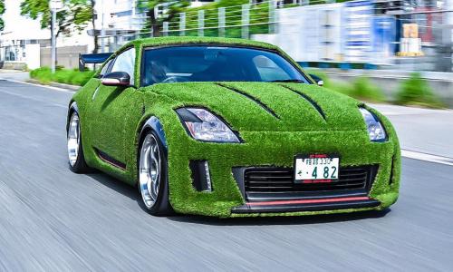 Nissan 350Z покрытый травой выводит экологичность на новый уровень